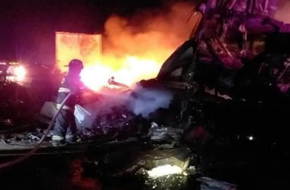 Cierran 4 horas carretera a Laredo por accidente